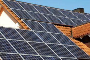 Branche gaat beter voorlichten over installeren van zonnepanelen