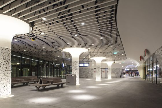 Twee kilometer lengteverlichting in Station Delft