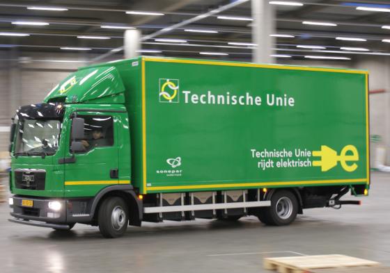 Technische Unie heeft eerste volledig elektrische vrachtwagen in gebruik genomen