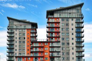 Warmtepompen installeren in gestapelde bouw: uitdagingen en oplossingen